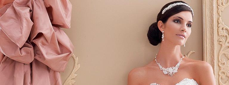 Mariée avec bijoux.