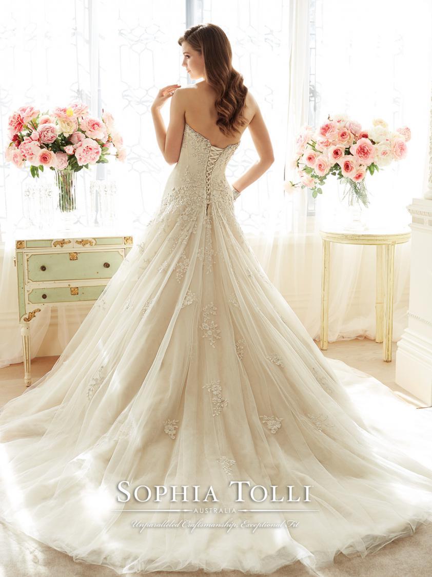 Wedding Dress 8941 - Dominique Levesque Bridal