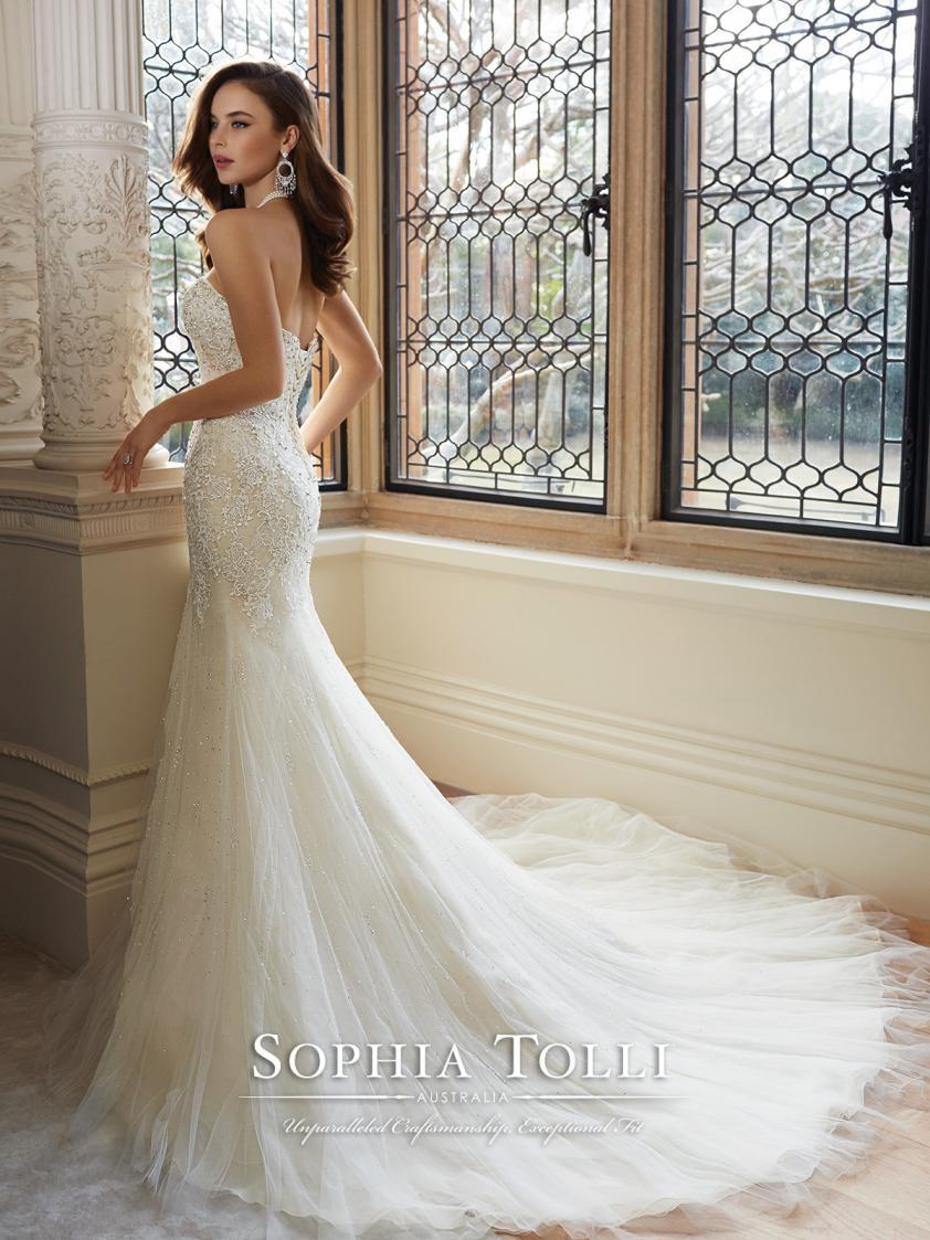 Wedding Dress 8970 - Dominique Levesque Bridal