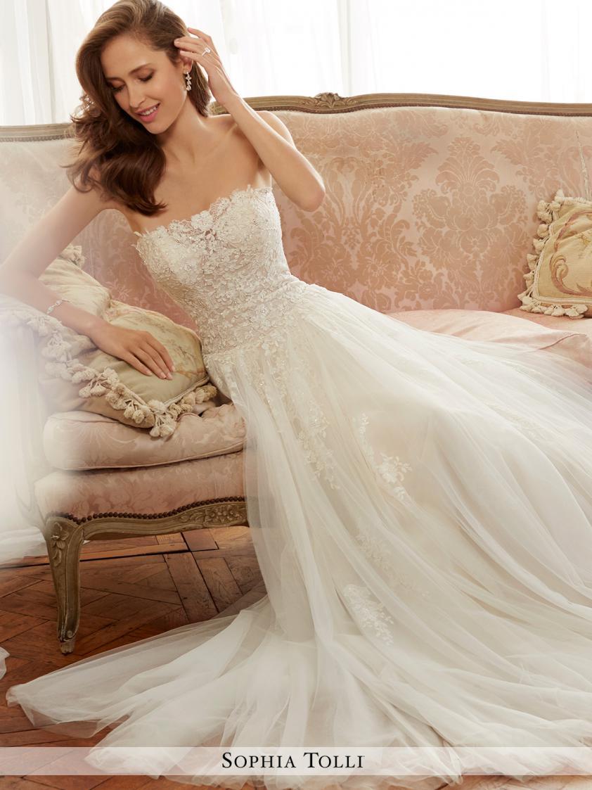 Wedding Dress 9230 - Dominique Levesque Bridal