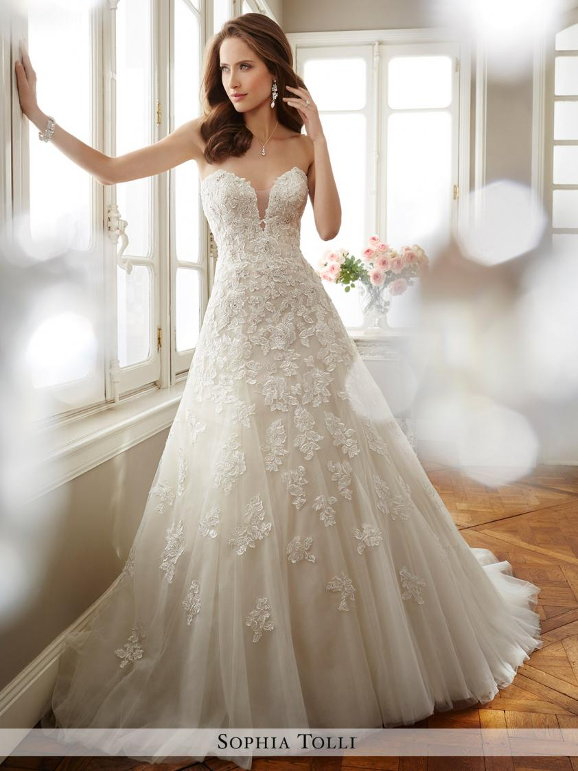 Wedding Dress 9325 - Dominique Levesque Bridal