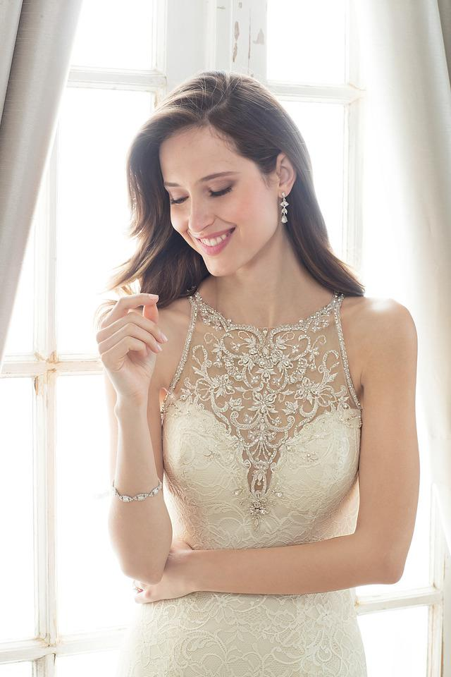 Wedding Dress 9700 - Dominique Levesque Bridal