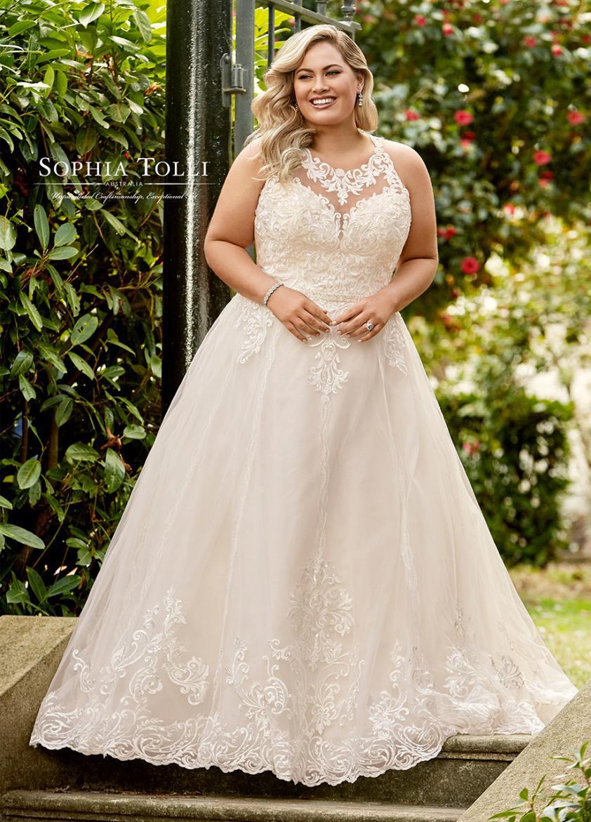 Wedding Dress ST84911YBG - Dominique Levesque Bridal