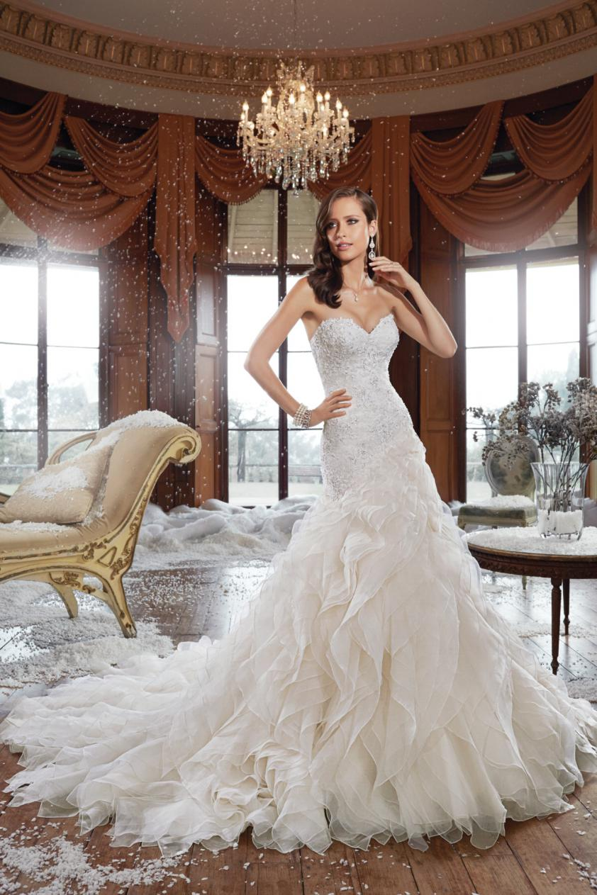 Wedding Dress 8674 - Dominique Levesque Bridal