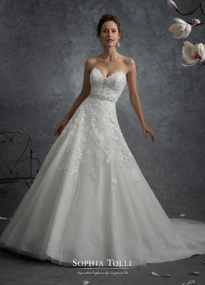 Wedding Dress 9505 - Dominique Levesque Bridal