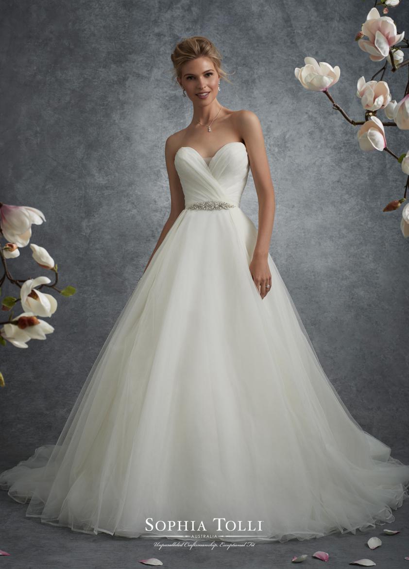 Wedding Dress 9507 - Dominique Levesque Bridal