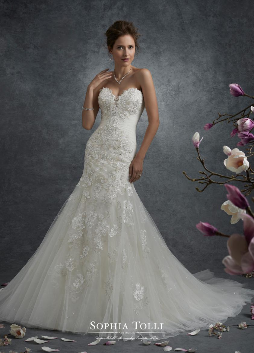 Wedding Dress 9508 - Dominique Levesque Bridal