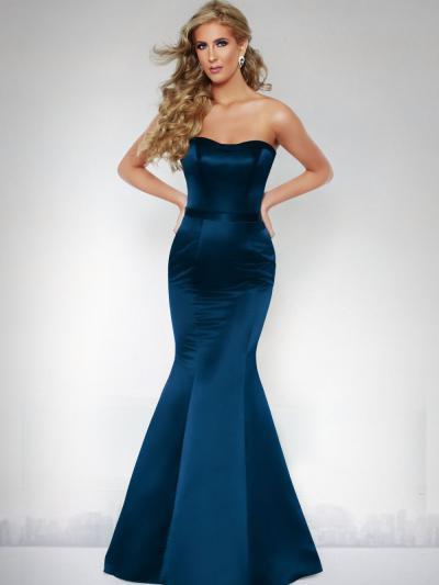 Wedding Dress 10018 - Dominique Levesque Bridal