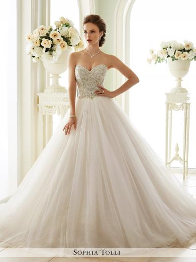 Wedding dresses dominique levesque bridal salon for Wedding dress stores ottawa